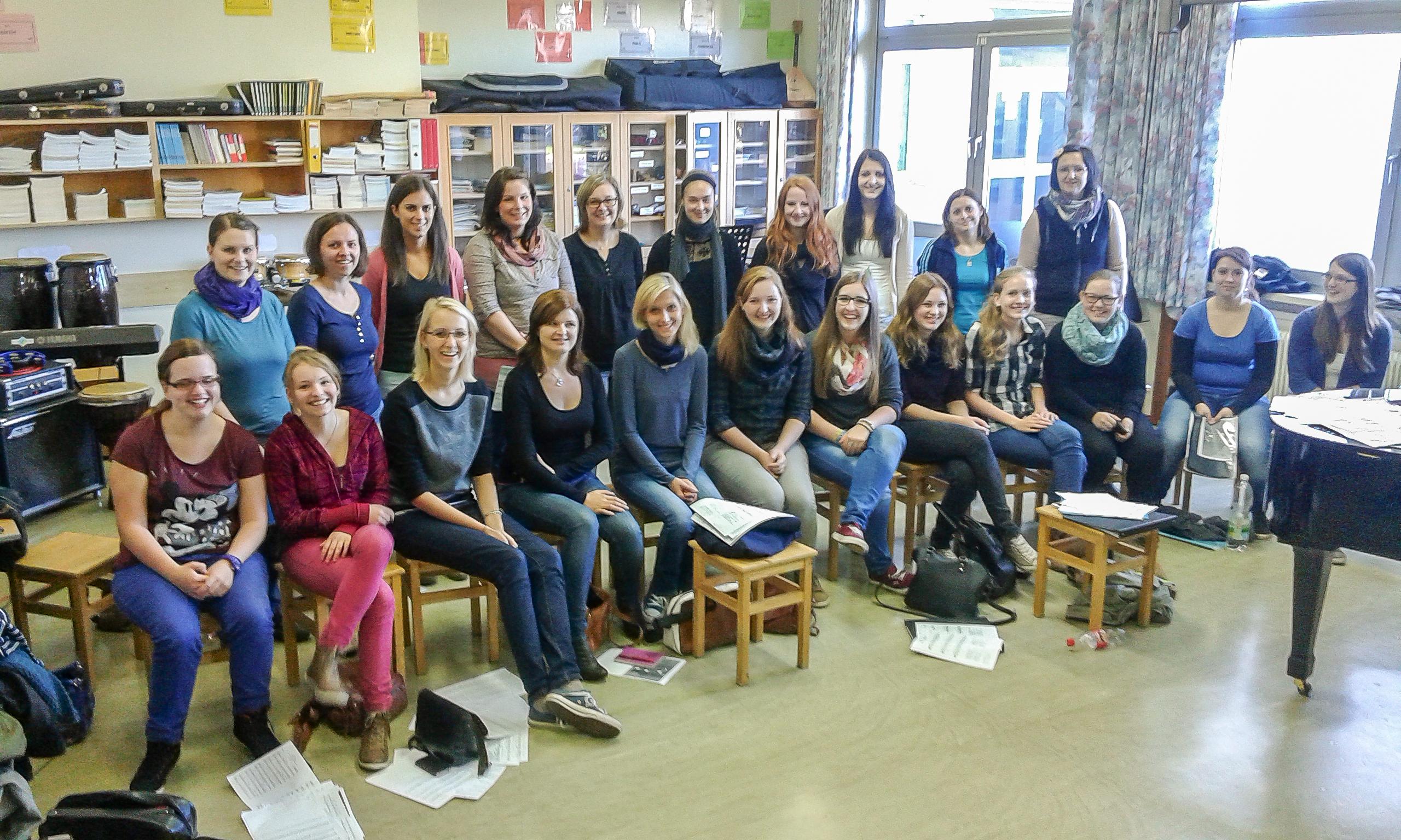 Ehemalige Schülerinnen singen im Revivalchor